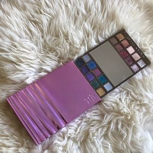 Urban Decay Beauty With An Edge Eye Shadow Palette
